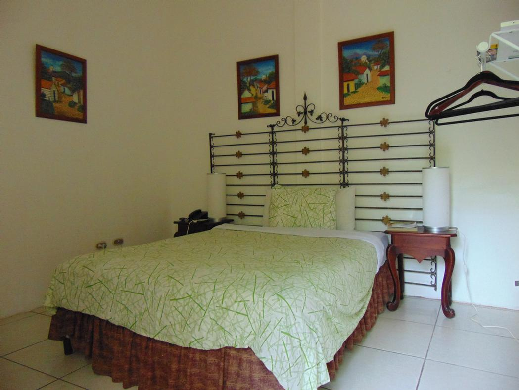 Double Room (1 Queen Size Bed) 6 of 17