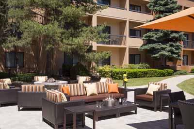 Courtyard by Marriott Glenview / Northbrook 1 of 22