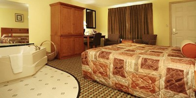 Deluxe Room W/kingsize Bed & Hot Tub 4 of 10