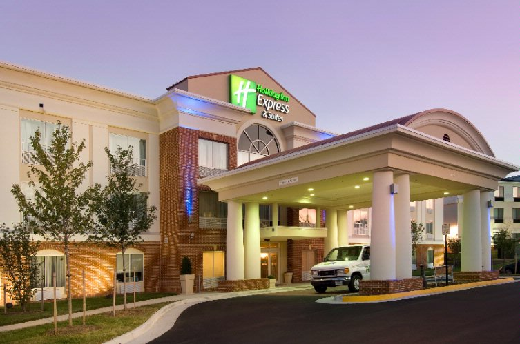 Holiday Inn Express Suites Alexandria Fort Belvoir 6055 Richmond Highway Va 22303