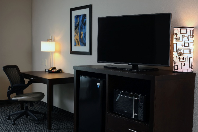 Hdtv And Well-Lit Work Desk In Every Room 15 of 19