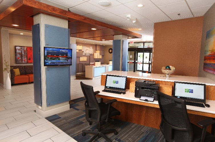 Lobby Business Center 4 of 19