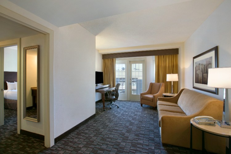 New Orleans Emby Suites Lofts Convention Center And Club Tower Hotels Port Of 1100 Place Hotel