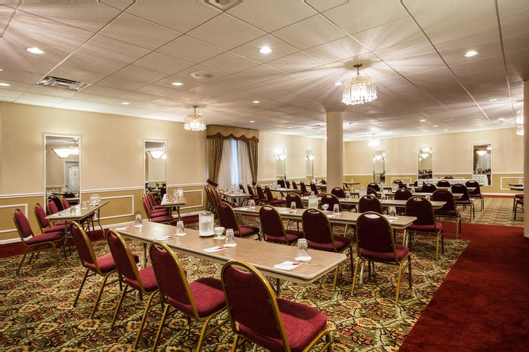 St. Clair Meeting Room 4 of 15