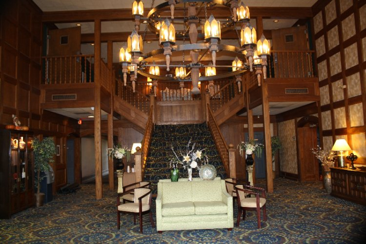 Ramada -Washington Pa Lobby 3 of 9