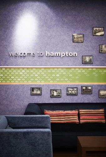 Hampton by Hilton Airdrie 1 of 6