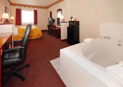 Jacuzzi Suite 11 of 13