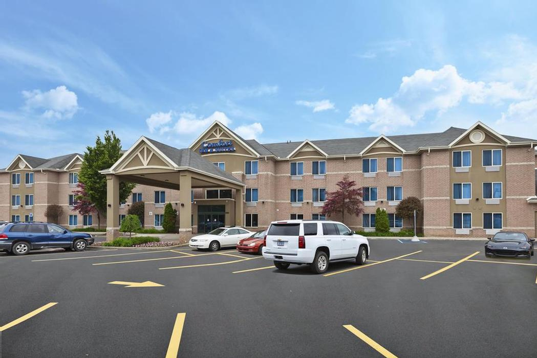 Comfort Inn & Suites Taylor 1 of 10