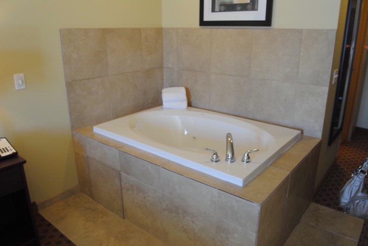 King Whirlpool Suite 5 of 12