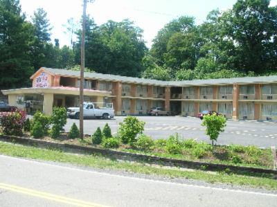 Econo Lodge 1 of 6
