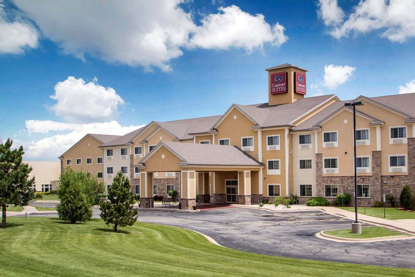 Comfort Suites Johnson Creek 1 of 15