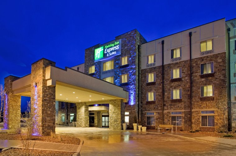 Holiday Inn & Suites Gallup 1 of 10