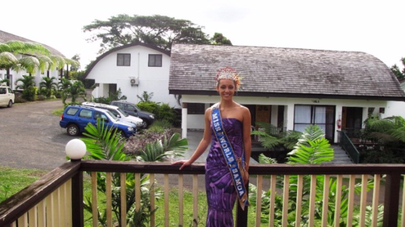 Looking At One Of Our Villas With The Lovely Miss World Samoa 4 of 15