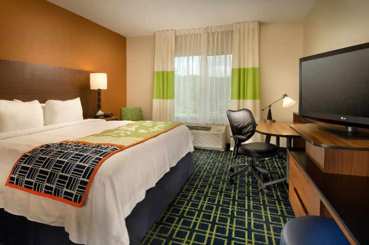 King Standard Rooms Have One King A Large Desk/ Work Area And A Mini Fridge & Microwave 5 of 31