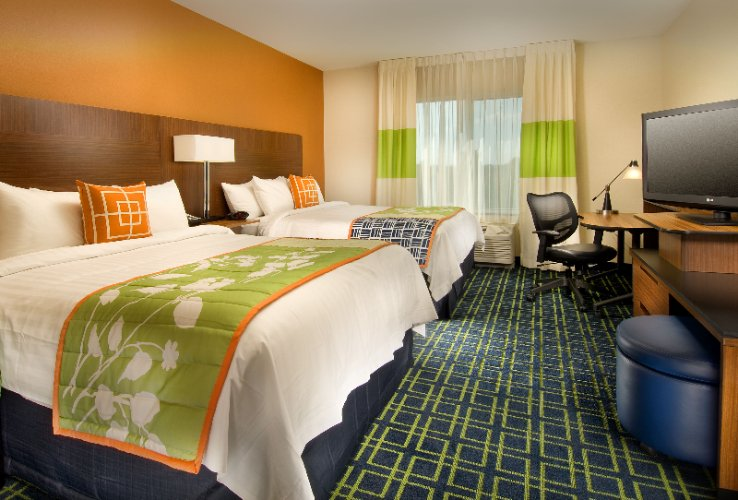 Our Double Queen Rooms Have Two Queen Sized Beds A Large Working/ Desk Area A Mini Fridge & Microwave 8 of 31