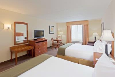 Ample Space In Our Deluxe Two Queen Rooms 3 of 9