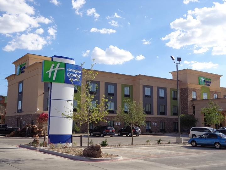 Holiday Inn Express & Suites Lubbock South 1 of 8