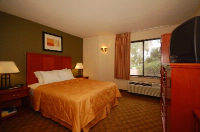Spacious Room With Queen Bed 15 of 17
