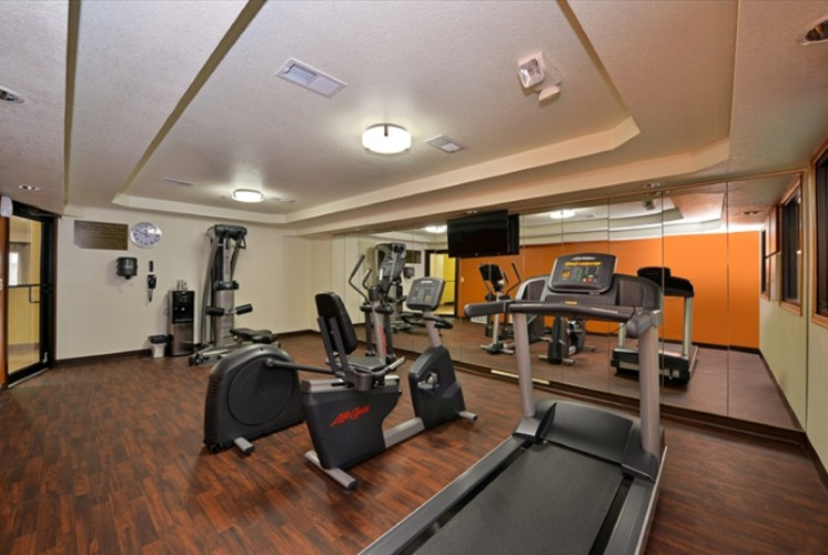 Fitness Center 13 of 30