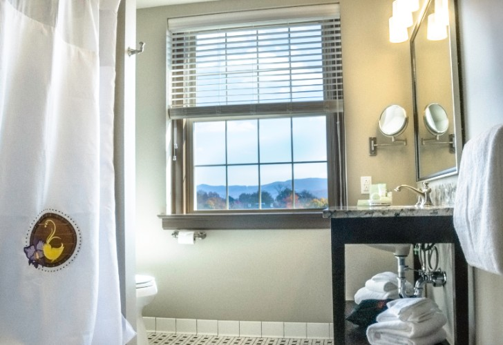 Spacious Baths In All Guest Rooms 15 of 19