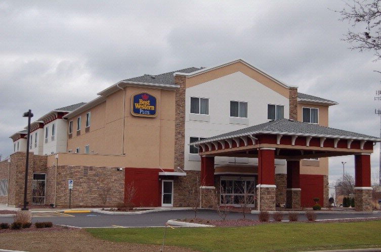 Best Western Plus Boardman Inn & Suites 1 of 10