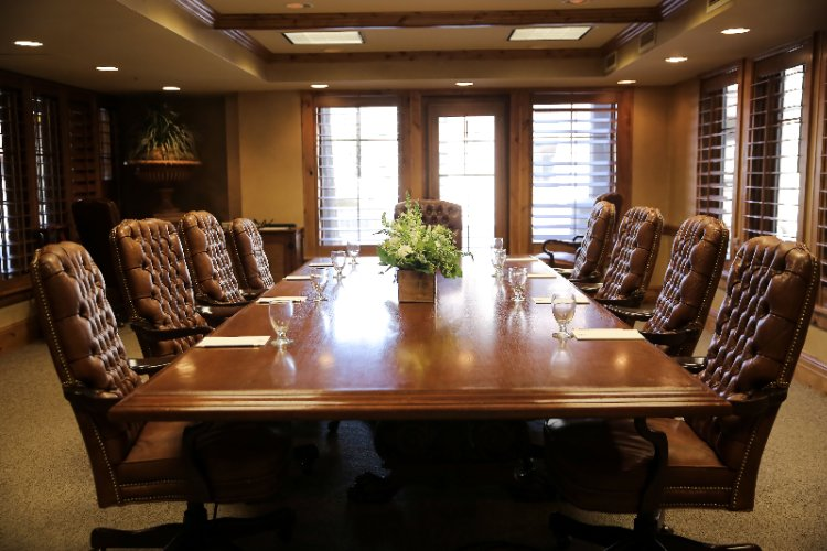 Mont Blanc Boardroom With Natural Light 17 of 31