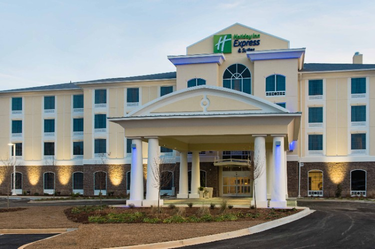 Holiday Inn Express & Suites 1 of 31