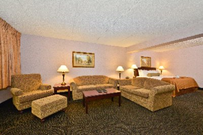 Executive Suite Sitting Area 10 of 31