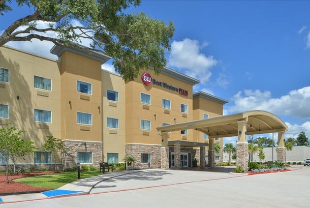 Best Western Plus Lake Jackson Inn & Suites 1 of 16