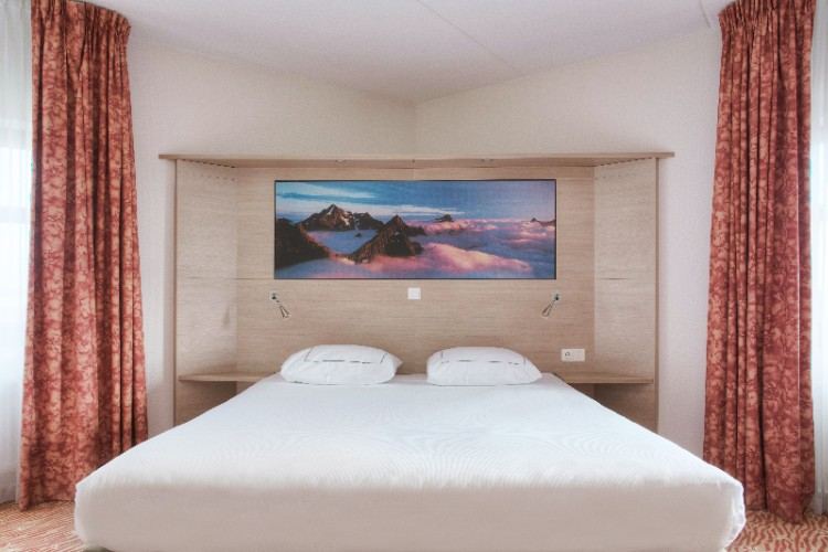 Kamer Travel 13 of 15