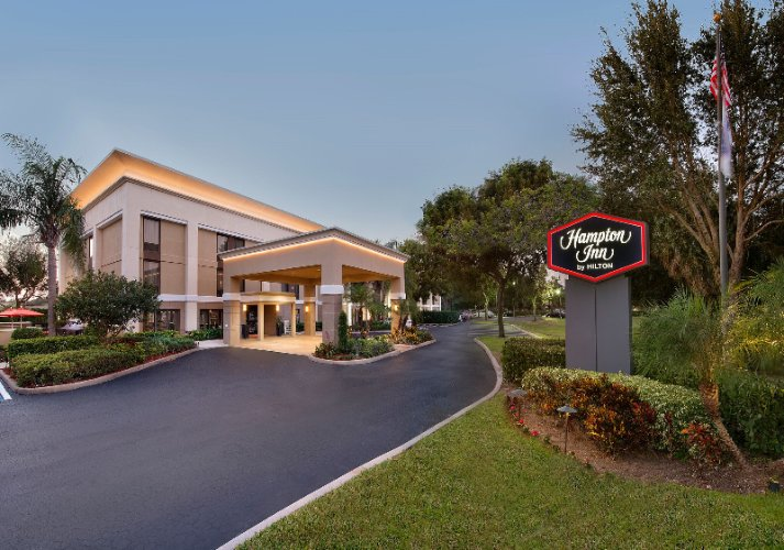 Welcome To The Hampton Inn Naples I-75 Where We\'ve Made It Hampton™. Our Comfortable And Upscale Lobby Area Is Warm And Inviting With A South Florida Décor. 2 of 18