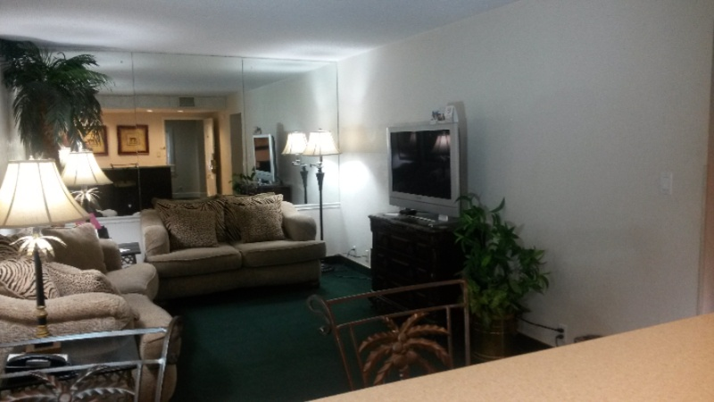 Governor 1 Bedroom 1 King Bed With Whirlpool Suite 14 of 25