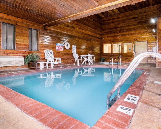 Indoor Pool 10 of 18