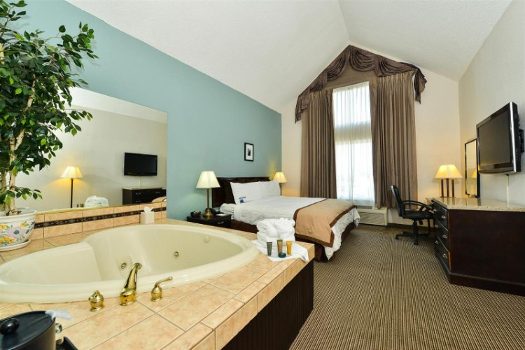 King Room With Jacuzzi 7 of 14
