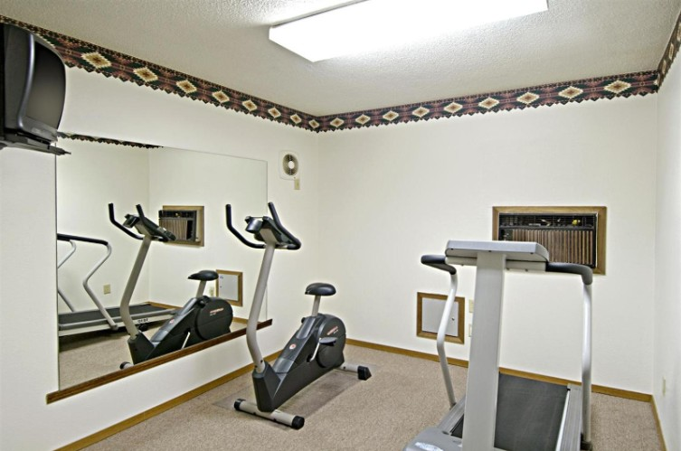 Fitness Room 20 of 22