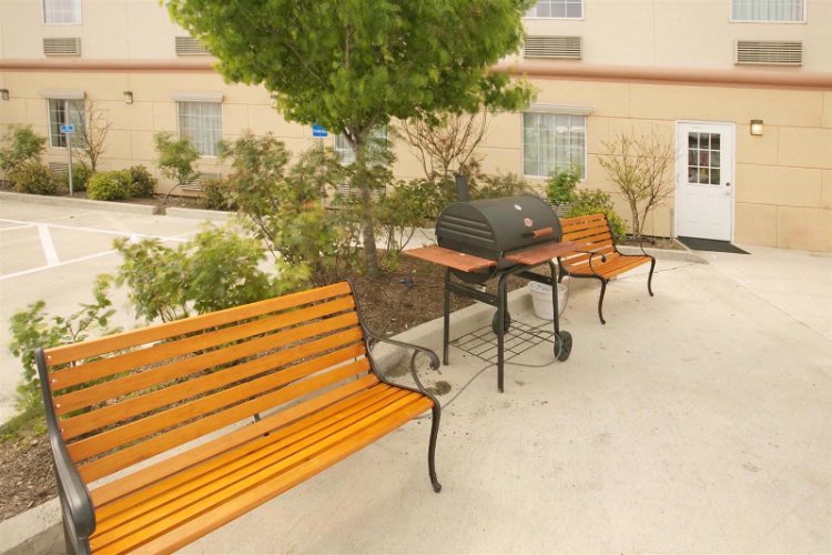Outdoor Sitting Area 16 of 18
