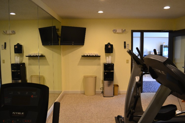 Fitness Center 10 of 28
