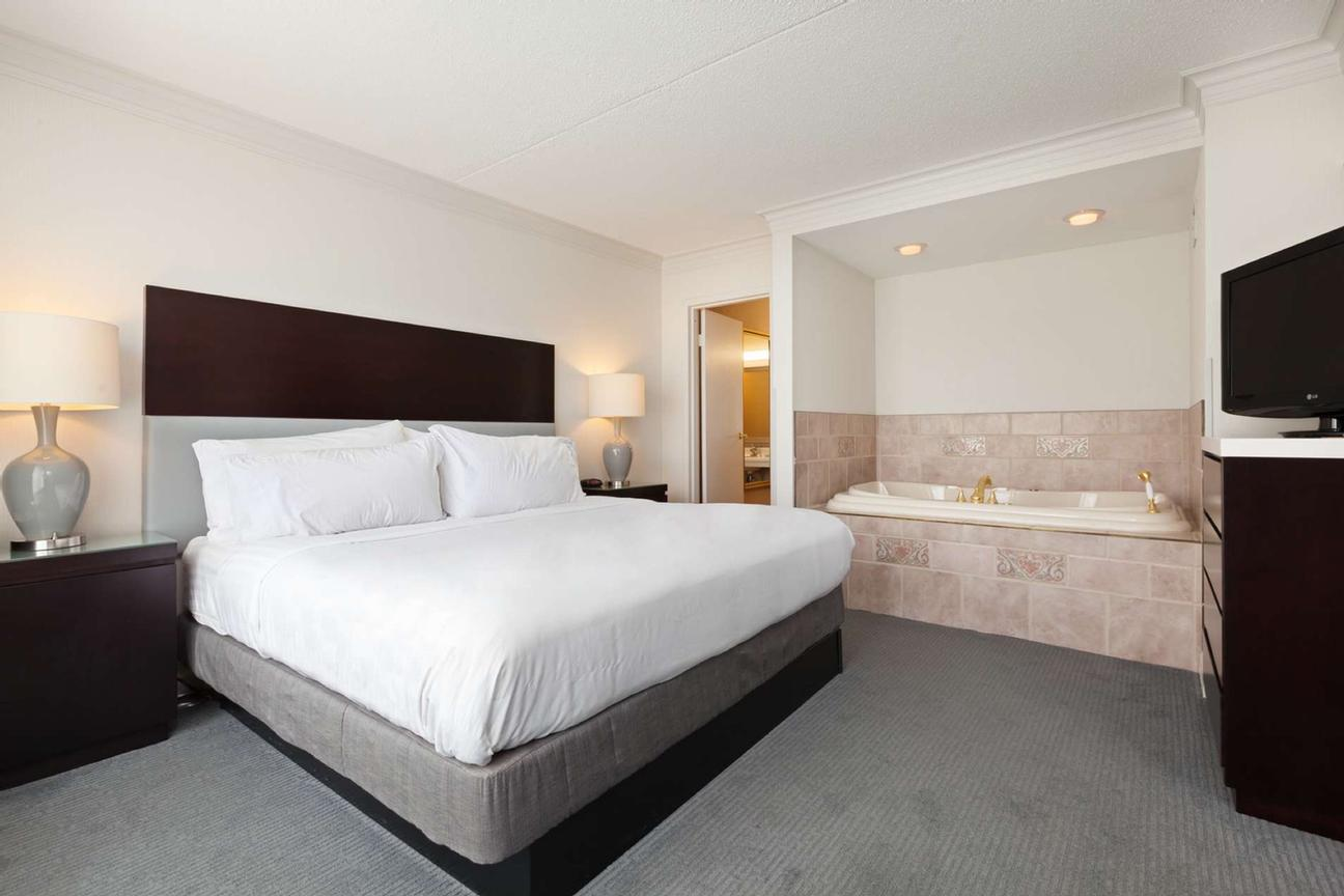 Re-Designed Guest Rooms With A Modern Look And Feel 3 of 31