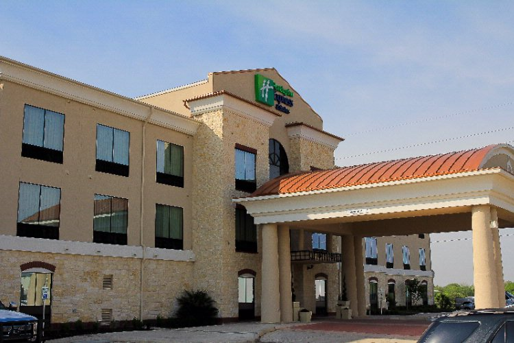 Holiday Inn Express & Suites Floresville 1 of 7