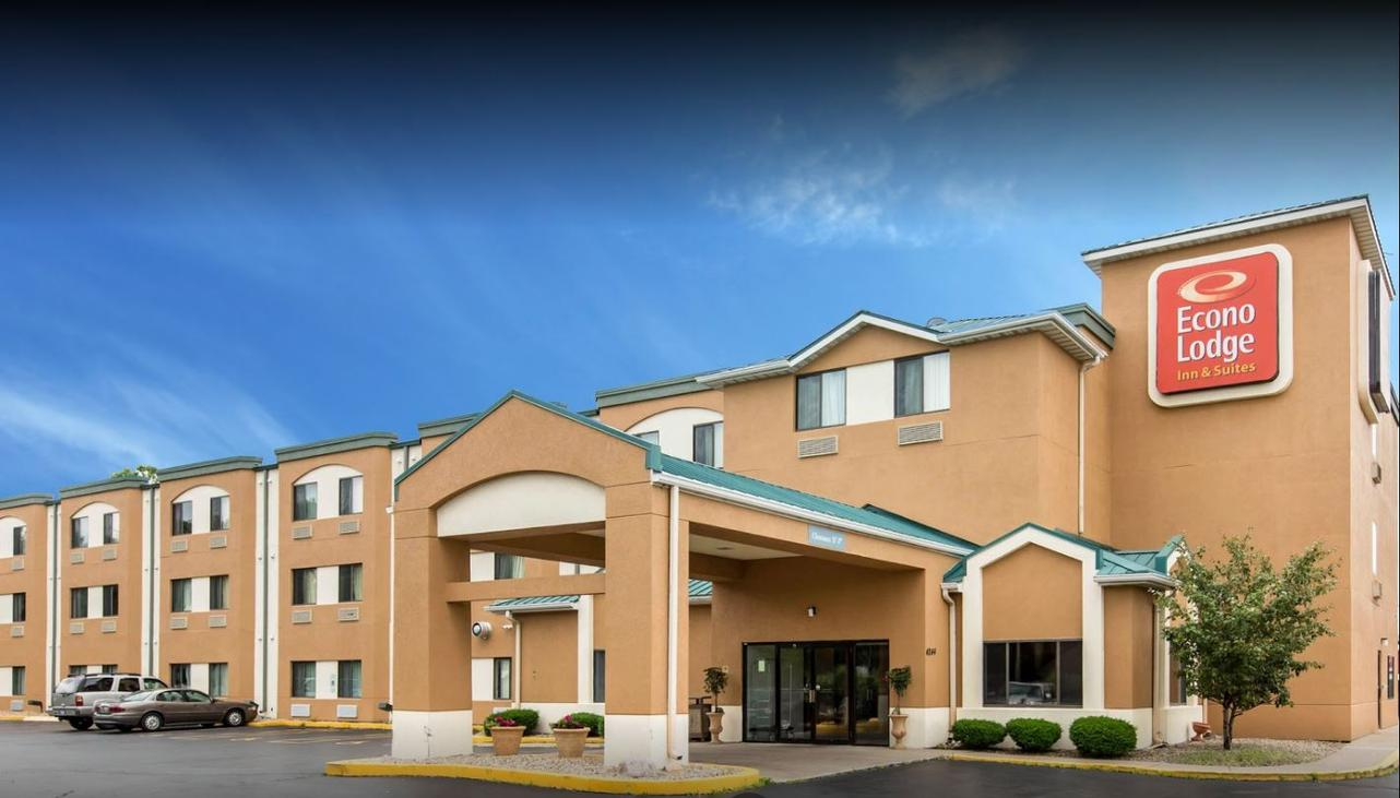Econo Lodge Inn & Suites 1 of 4