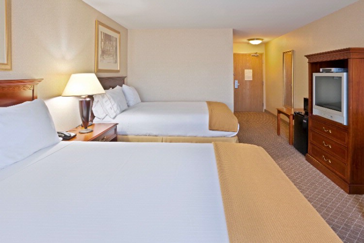 Stadard Double Queen Bedded Room 8 of 11