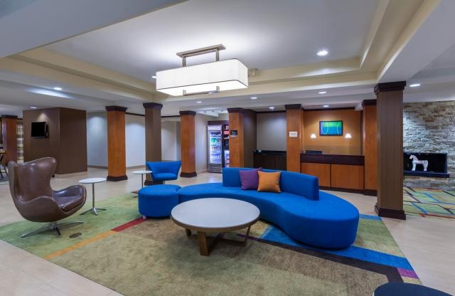 Front Desk Lobby 4 of 16
