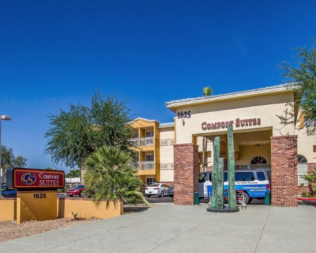 Comfort Suites Airport Tempe 1 of 10