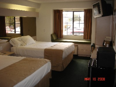 Room With 2 Queen Beds 4 of 4