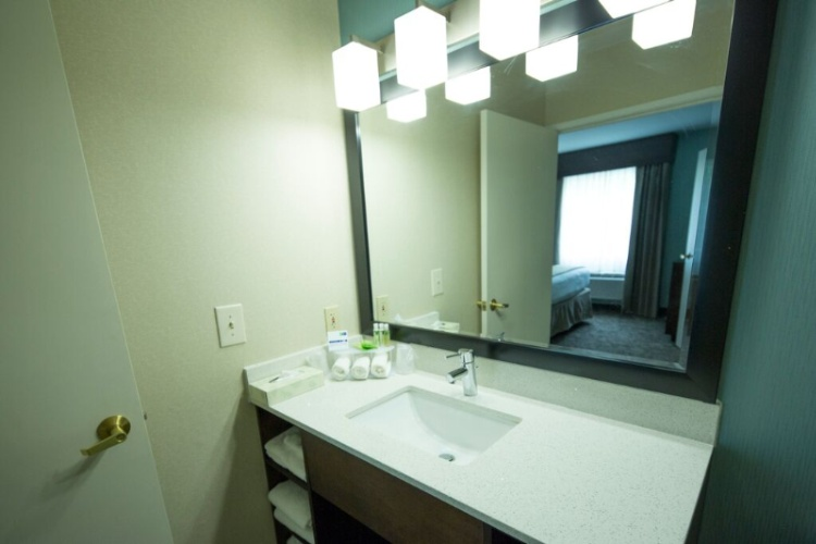 Spacious Bright Bathroom Vanity 9 of 16