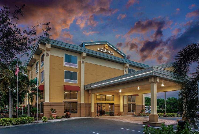 La Quinta Inn & Suites Sarasota I 75 1 of 9