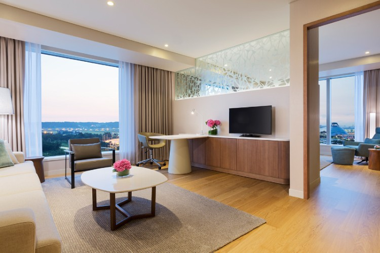 Grand Deluxe Suite King_livingroom 3 of 16