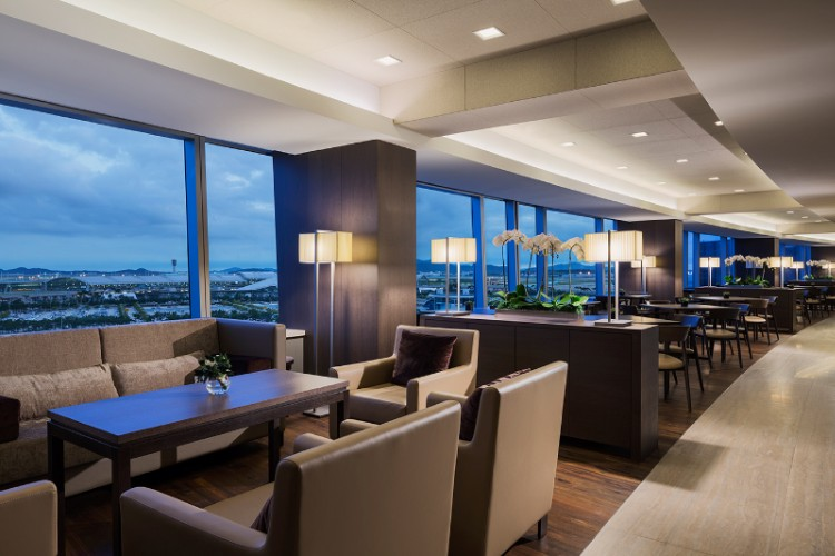 Grand Club Lounge 5 of 16