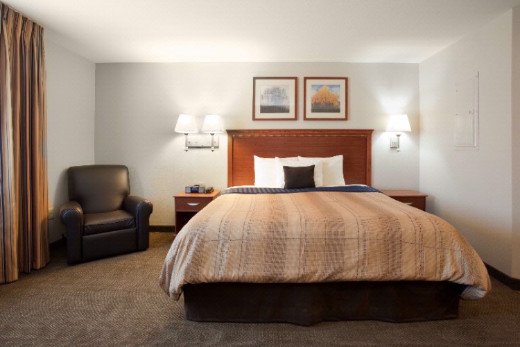 Most Studio Suites Feature One Queen Bed 3 of 11