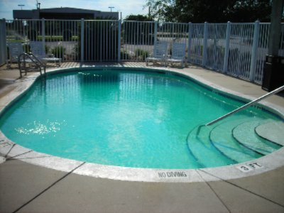 Outdoor Pool 3 of 7
